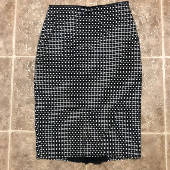 Express Dresses & Skirts - Professional checkered knee length pencil skirt.